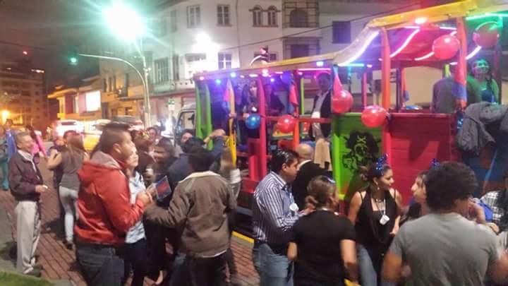 chiva-fiestas-quito